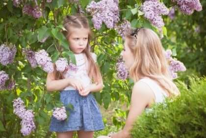 Wenn wir nach einer besseren Möglichkeit suchen, um unsere Kinder zu erziehen, müssen wir auf unser eigenes Verhalten achten.