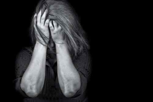 Jeder erlebt im Laufe seines Lebens stressige oder traumatische Situationen. Wenn die stressigen Umstände von besonderer Natur und Intensität sind, können sie ein plötzliches und völliges Ungleichgewicht in der mentalen Struktur verursachen.