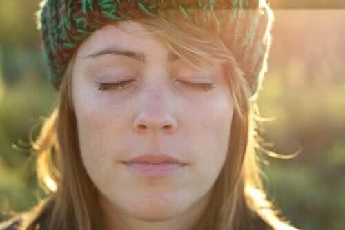 Die Rosinenübung und wie sie dir bei der Entspannung helfen kann