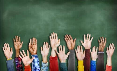 Menschenrechte - erhobene Hände