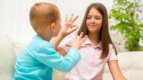 Menschen mit Behinderungen - spielende Kinder