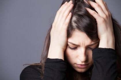 Viele Experten betrachten Stress und Angst als ein und dasselbe. In der heutigen Gesellschaft stigmatisiert man jedoch eines mehr, als das andere.