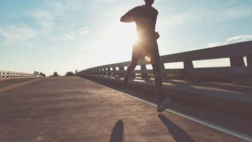 Übertraining - Mann beim Laufen