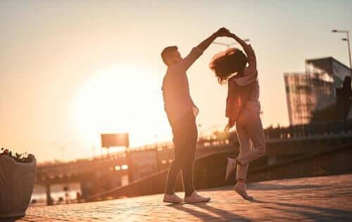 Liebe oder Liebesbedürftigkeit - tanzendes Paar