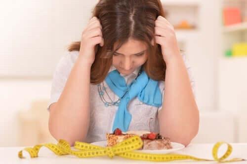 restriktive Diäten - deprimierte Frau