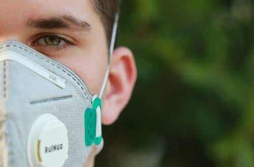 Die Welt hinter einer Maske betrachten: psychologische Auswirkungen