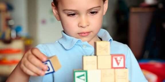 autistische Kinder zu Hause