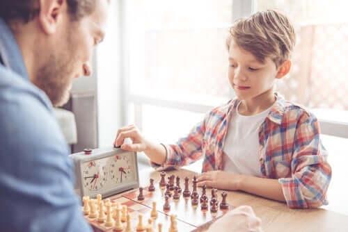 Hochfunktionaler Autismus wird bei den meisten Menschen erst im Erwachsenenalter diagnostiziert, da sie aufgrund ihrer Intelligenz Probleme meistern können