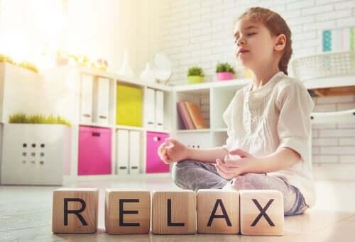 Meditation kann dabei helfen, unser Stresslevel zu reduzieren