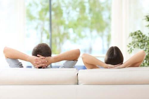 Normalerweise neigt ein Machtspiel dazu, ein Gleichgewicht in der Beziehung aufrecht zu erhalten