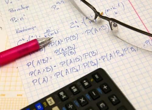 Viele Menschen lernen, indem sie Zusammenfassungen ihrer Fachstudien schreiben