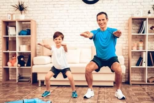 virtuelles Training - Vater mit Sohn