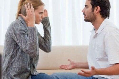 Wenn narzisstische Menschen glauben, mehr zu wissen als Experten, führt dies nur zu zahlreichen Meinungsverschiedenheiten