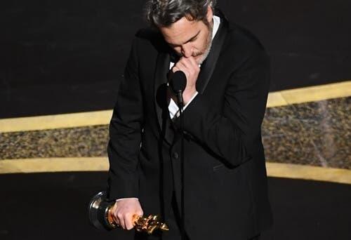 Joaquin Phoenix von Emotionen überwältigt