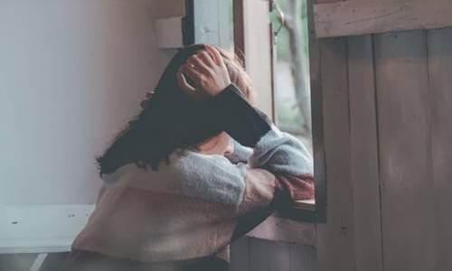 emotionale Schwämme - traurige Frau