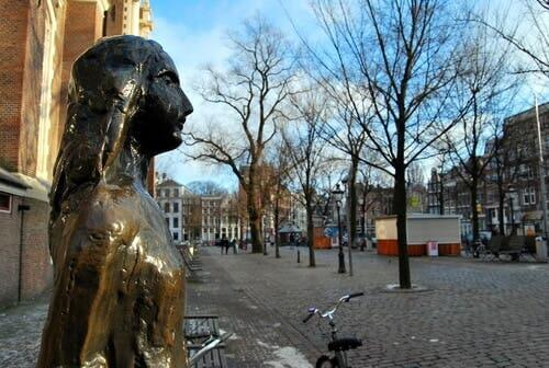 Anne Frank - Statue in Amsterdam