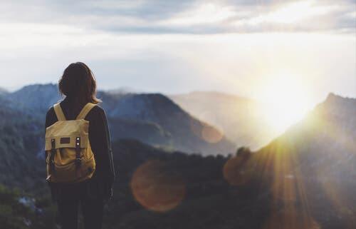 Lebensziel - Frau in den Bergen
