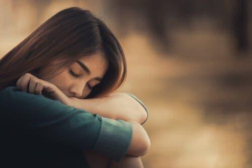 emotionale Schwämme - Frau mit geschlossenen Augen