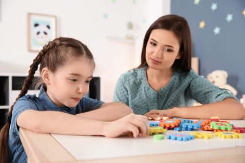 psychologische Behandlung - Mutter mit Kind