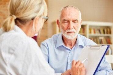 Mit dem Mini-Mental-Status-Test eine mögliche Demenz erkennen