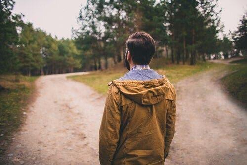 Kontrafaktisches Denken kann uns mit Entscheidungen helfen