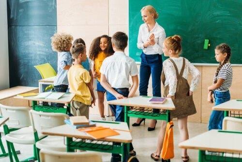 Von Schülern angeregte Diskussionen gehen über das Lehrbuchmaterial hinaus