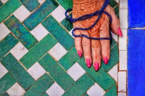 kulturelle Aneignung - Henna den den Händen