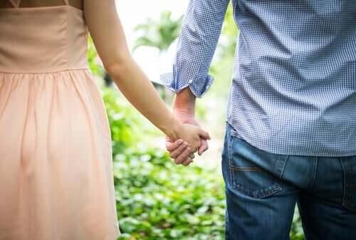 Beeinflusst der frühe Bindungsstil unsere romantischen Beziehungen?