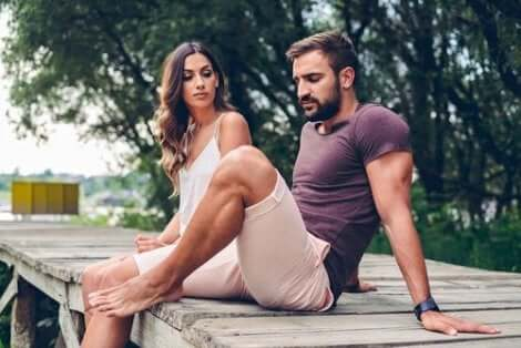 Eine ambivalente Bindung kann zu instabilen und abhängigen Beziehungen führen