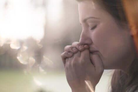 Erdung - weinende Frau