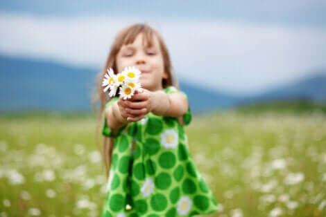 Friedliche Koexistenz - Mädchen mit Blumen
