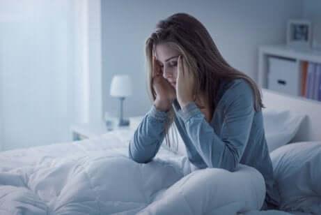 Hypnomanie - Frau im Bett