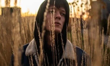 Liebe dich selbst - Mann in einem Weizenfeld
