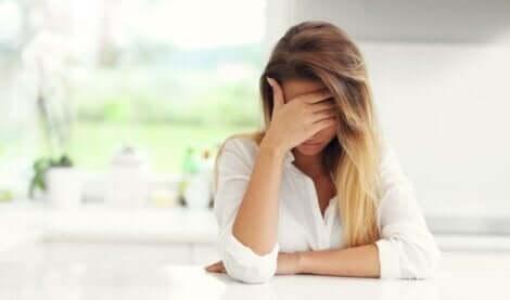 psychisch missbrauchen - traurige Frau