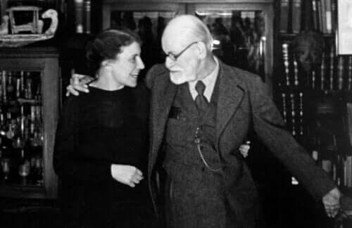 Anna Freud setzte das Erbe ihres Vaters fort und ging sogar noch einen Schritt weiter.