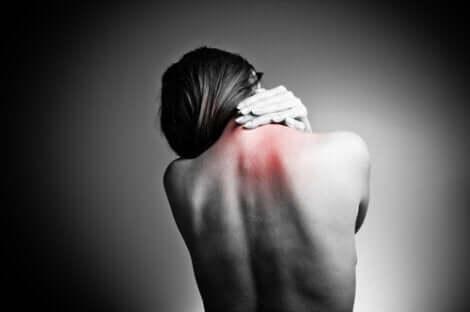 Das häufigste Symptom sind Rückenschmerzen