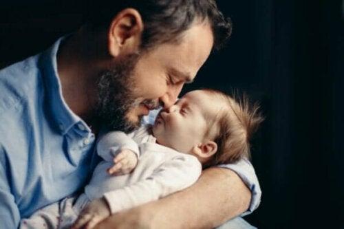 Die Vaterschaft kann hormonelle Veränderungen auslösen