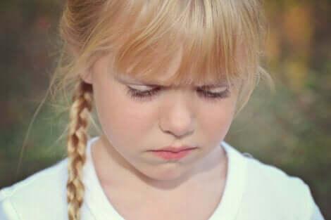 Dysfunktionalität - trotziges Mädchen