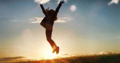 Exzellenz - Frau springt in die Luft