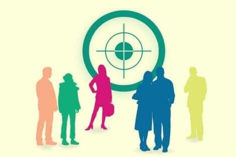 Zulliger-Test - Menschen vor einer Zielscheibe