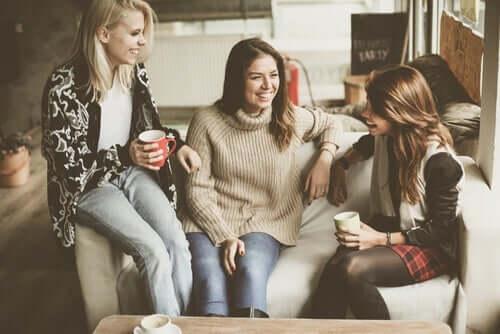 Auswahl der richtigen Freunde - drei Freundinnen