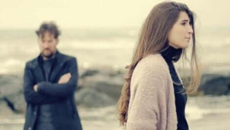 obwohl sie sich lieben - streitendes Paar