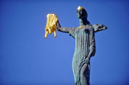 Mythos von Medea - Statue der Medea