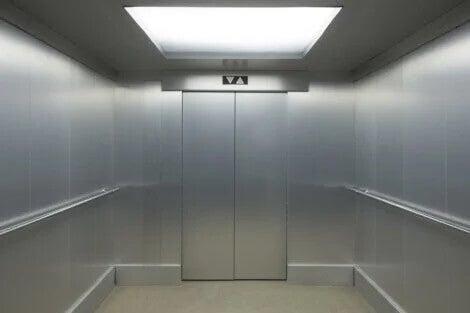 Das Innere eines Fahrstuhls. Lift-Phobie
