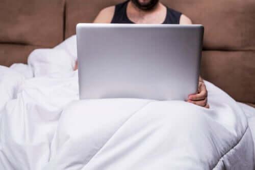 Welche Auswirkungen haben Pornos auf eine Beziehung?