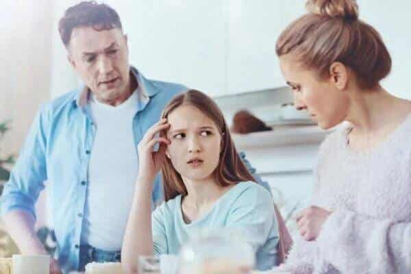 Überfürsorgliche und emotional teilnahmslose Eltern