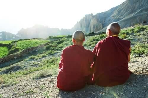 Die tibetischen Mönche - genießen den Ausblick