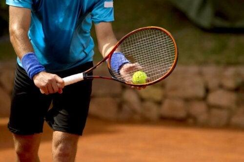 Tennis-Psychologie - Spieler mit Schläger