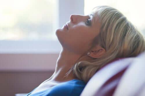 finanzieller Stress - besorgte Frau