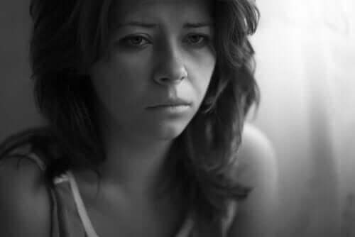 nach einer Trennung - weinende Frau